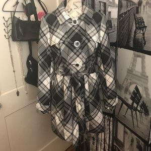 Axcess short trench black white plaid